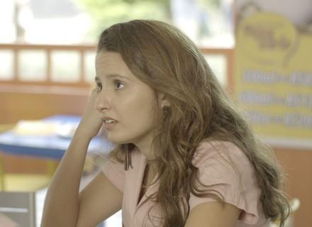 Nanda fica com medo de magoar Filipe por causa do emprego