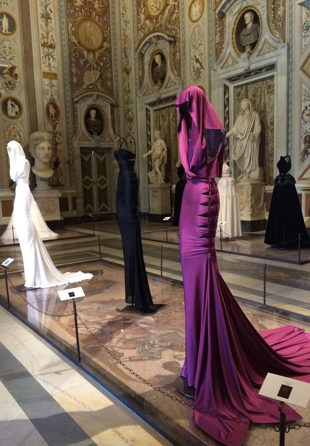 O vestido do filme A View To Kill, usado por Grace Jones (Foto: reprodução/instagram)