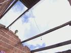 Loja vende 20 toneladas de telhas e encomenda mais 80 após temporal