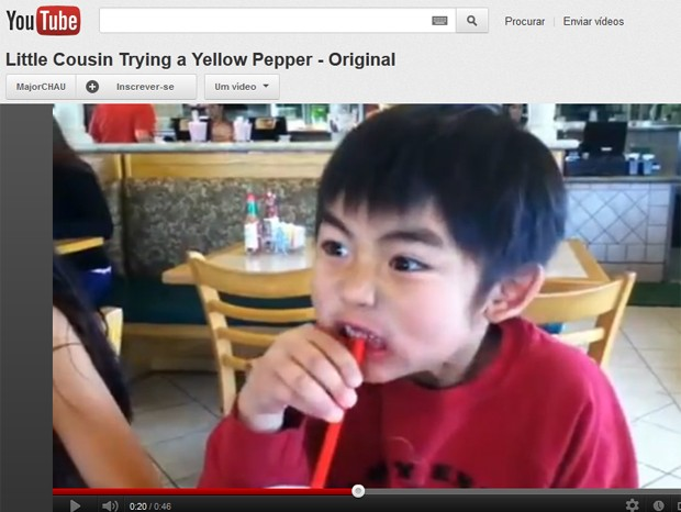 Garotinho experimenta pimenta amarela pela primeira vez (Foto: Reprodução)