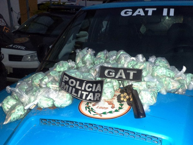 Apreensão de drogas em Macaé (Foto: Divulgação/PM)