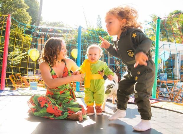 Regiane Alves e os filhos, João Gabriel e Antônio (Foto: Arquivo pessoal/ Regiane Alves)