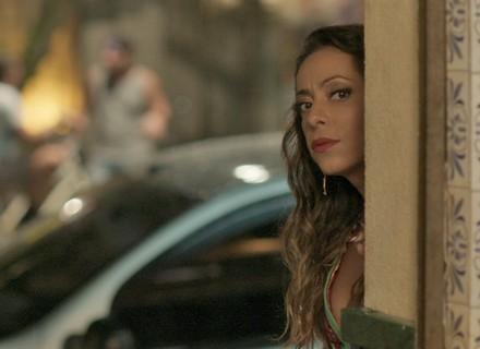 Dorinha vira detetive de Germano e espiona Rafael e Lili