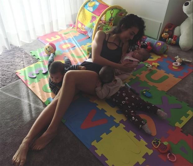 Georgina Rodriguez com Alana, Eva e Mateo (Foto: Reprodução/Instagram)