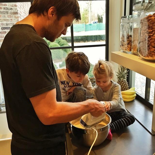 Tom Brady também assume a cozinha! (Foto: Reprodução/ Instagram)