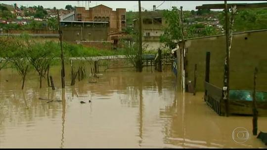 Chuva forte causa alagamentos em Pernambuco