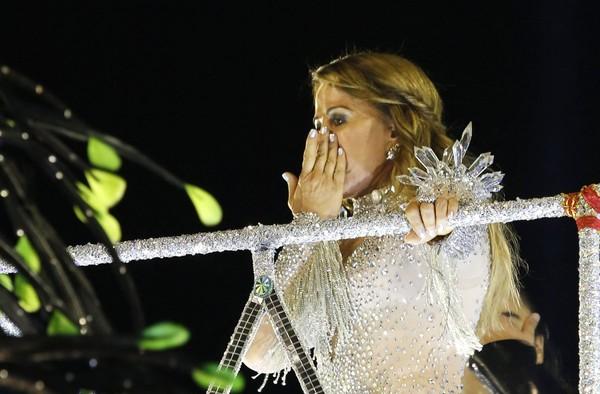 Zilu se emociona em desfile da Imperatriz na Sapucaí