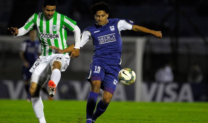 Francisco Najera e Gedoz, Defensor x Atletico Nacional (Foto: AP)