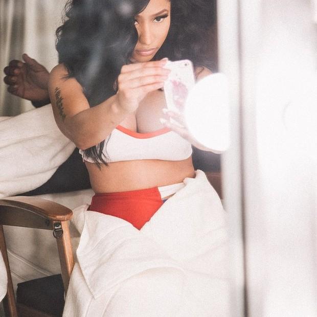 Nicki Minaj posa com look sensual (Foto: Instagram/ Reprodução)