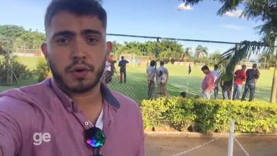 Thiago Neves espia treino tático diferente de Mano Menezes na Toca II