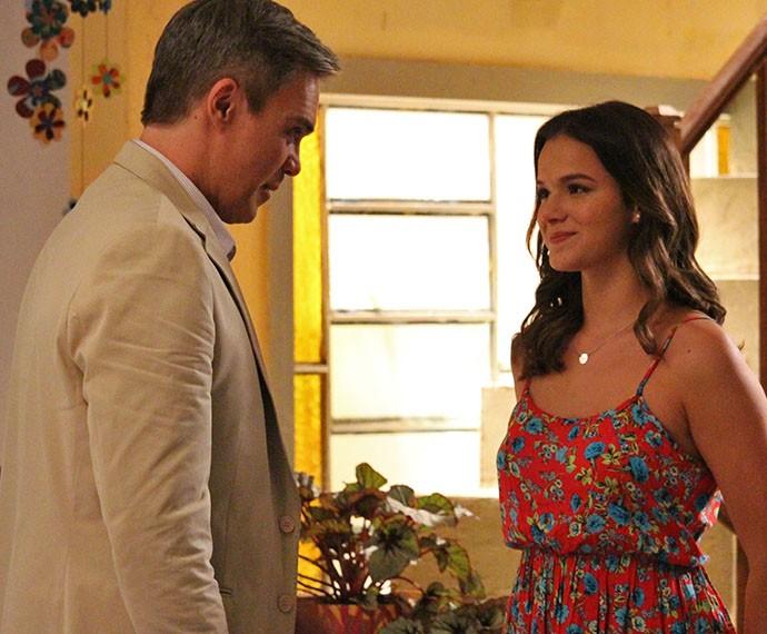 Mari diz 'sim' ao pedido de Tomás e o deixa emocionado (Foto: Rodrigo Dau/Gshow)