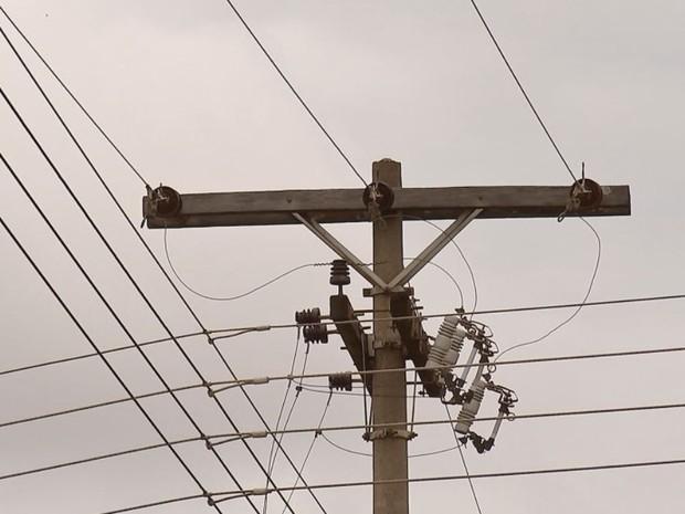 Homem estava tentando furtar fios, diz polícia (Foto: Reprodução/TV TEM)