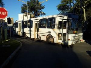 Movimento foi realizado no terminal central de Criciúma  (Foto: Fernando José da Silva/RBS TV)
