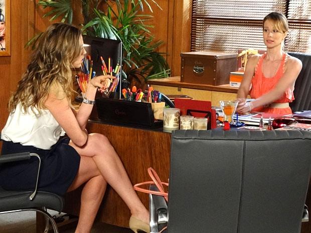 Só na amizade: Vânia e Ju falam sobre assuntos do coração (Foto: Guerra dos Sexos / TV Globo)