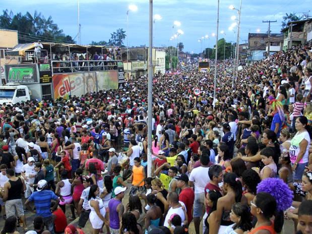 Bloco Minhocão atrai milhares de foliões às ruas de Tucuruí, antes mesmo do Carnaval. (Foto: Divulgação/ Prefeitura de Tucuruí)