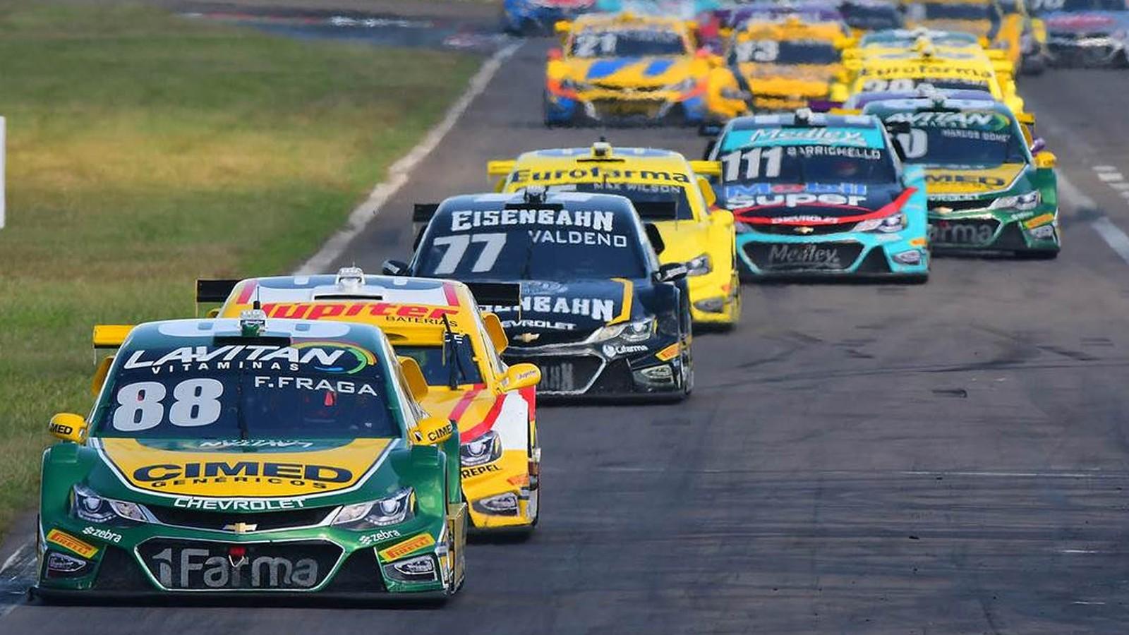 Com a entrada do carro de segurança, Fraga conseguiu economizar combustível para manter o primeiro lugar (Foto: Divulgação/Vicar)