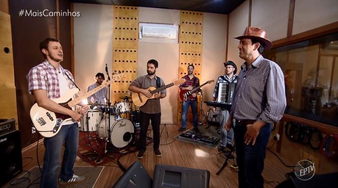 Banda 'Ali na Esquina' mistura música caipira com rock do sul dos Estados Unidos (Foto: reprodução EPTV)