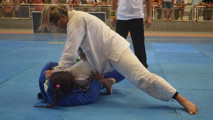 Descaque para as mulheres que mostraram muita garra na hora de derrotar a oponente (Foto: Karol Aood)