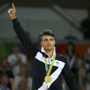 Italiano Fabio Basile consegue um belo ippon sobre o sul-coreano Baul An na decisão e fatura o ouro (Foto: Reuters)