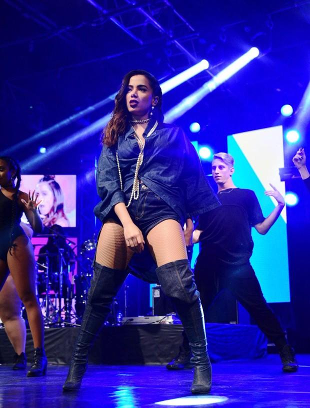 Anitta se apresentando na Audio Club, em São Paulo (Foto: Leo Franco / AgNews)