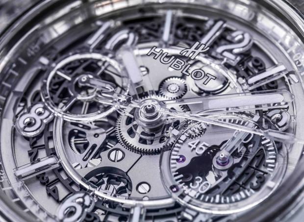 a1b16858ec7 Hublot lança relógio de cristal de safira totalmente transparente ...