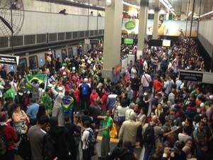 Estações ficaram lotadas e muitos fiéis se atrasaram para a cerimônia de abertura da JMJ (Foto: Rodrigo Vianna / Arquivo pessoal)