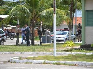 Estilhaços atingiram os policiais de raspão. (Foto: Walter Paparazzo/G1-PB)
