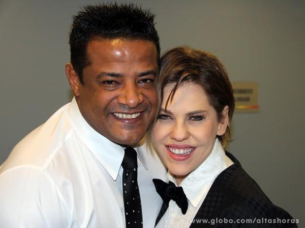 Bárbara Paz e Marcelo Chocolate se reencontram antes do programa (Foto: TV Globo/Altas Horas)