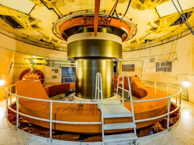 Na Usina de Itaipu é possível ver de perto uma das 20 unidades geradoras em operação (Foto: Divulgação / Itaipu Binacional)