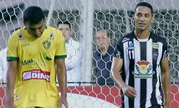Weliton marcou o primeiro gol da partida (Foto: Reprodução TV Gazeta)