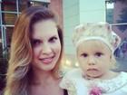 Carolinie Figueiredo posta foto com a filha: 'Eu e minha cupcake''