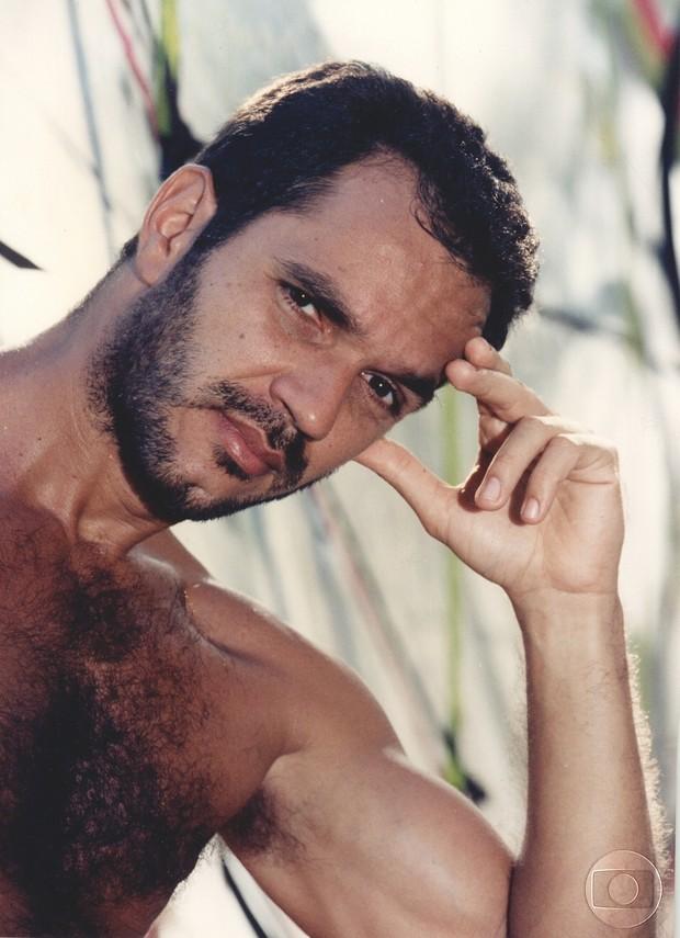 Humberto Martins descamisado na novela Quatro por Quatro (Foto: CEDOC)
