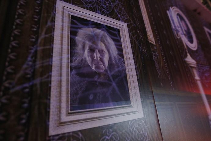 Quadro com retrato de antiga moradora da casa (Foto: TV Globo)