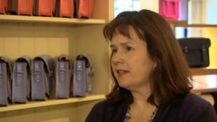 Julie Deane abriu negócio para financiar educação dos filhos (Foto: BBC)
