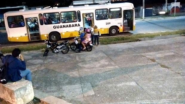 Ônibus da empresa Guanabara foi um dos alvos dos assaltantes na noite desta segunda-feira na capital potiguar (Foto: Divulgação/PM)