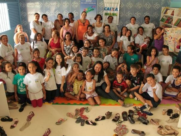 Algumas famílias apoiadas pela Apoena (Foto: Divulgação/ Apoena)