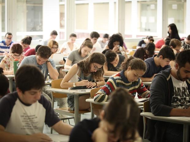Candidatos a vagas do vestibular da Fuvest 2015 fazem a segunda fase da prova na Escola Politécnica da USP, em São Paulo (Foto: Caio Kenji/G1)