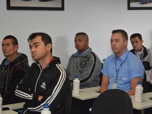Além de experiência prática, motoristas participaram de palestras (Foto: Maiara Barbosa/ G1)