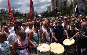 Organizadas dos paulistas se unem no Pacaembu em nome da Chapecoense