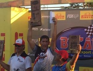 Eder Stenze campeão Mx3 em copa de Motocross na Bolívia  (Foto: Adelmo/ arquivo pessoal )