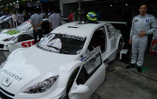 Stock Car - Giuliano Losacco, da equipe Bassani, com o carro branco em Interlagos (Foto: Alexander Grünwald / Globoesporte.com)
