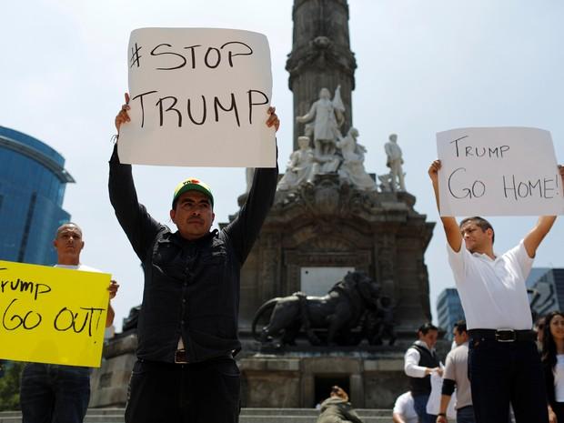 Mexicanos protestam contra visita do candidato republicano Donald Trump nesta quarta-feira (31) na Cidade do México (Foto: REUTERS/Tomas Bravo)
