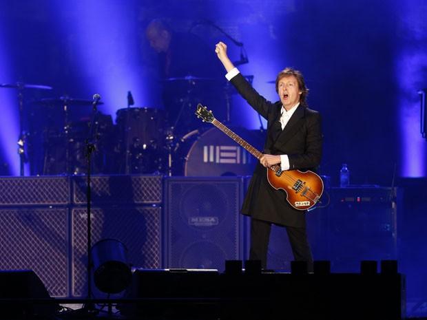 Paul McCartney durante show em Montevidéu, no Uruguai, neste sábado (19) (Foto: Andres Stapff/Reuters )