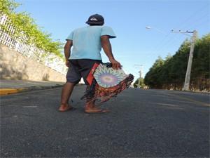 Pipa é uma diversão para a garotada. Leis proibem o uso do cerol (Foto: Willian Almeida/ G1)
