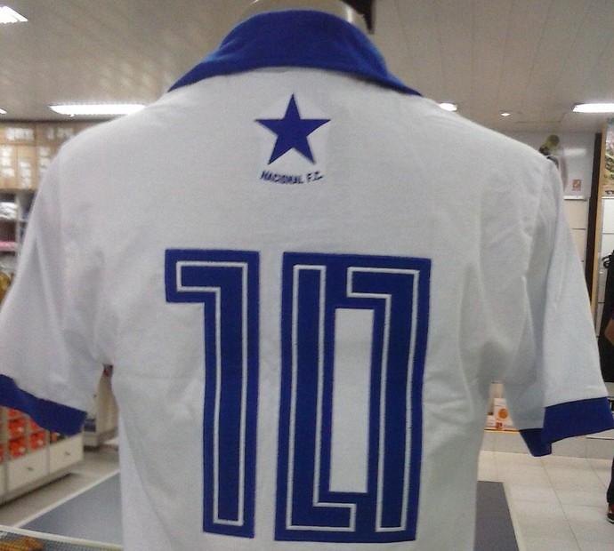 Camisa retrô do Naça relembra primeiro uniforme do clube (Foto   Divulgação Nacional) faff5c91ee2c8