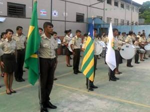 Escola implantou disciplina da cartilha militar e alega ter acabado com os casos de violência (Foto: Divulgação CPMG Fernando Pessoa)