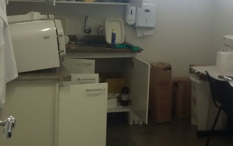 Ladrões levaram aparelhos eletrônicos e documentos do Centro de Especialidades Odontológicas  (Foto: Arquivo Pessoal)