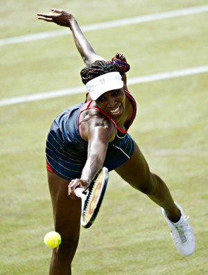 Venus Williams derrota Sara Errani em Londres (Foto: AFP)