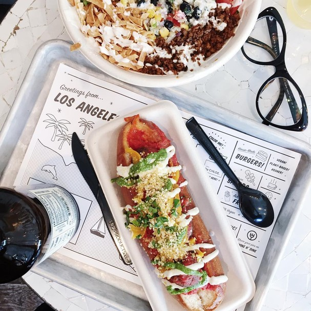 """Bowl de salada + sanduba de """"almondega""""  (Foto: Instagram)"""