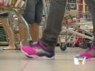 Clientes lotam supermercados de Taubaté para compras de Ano Novo